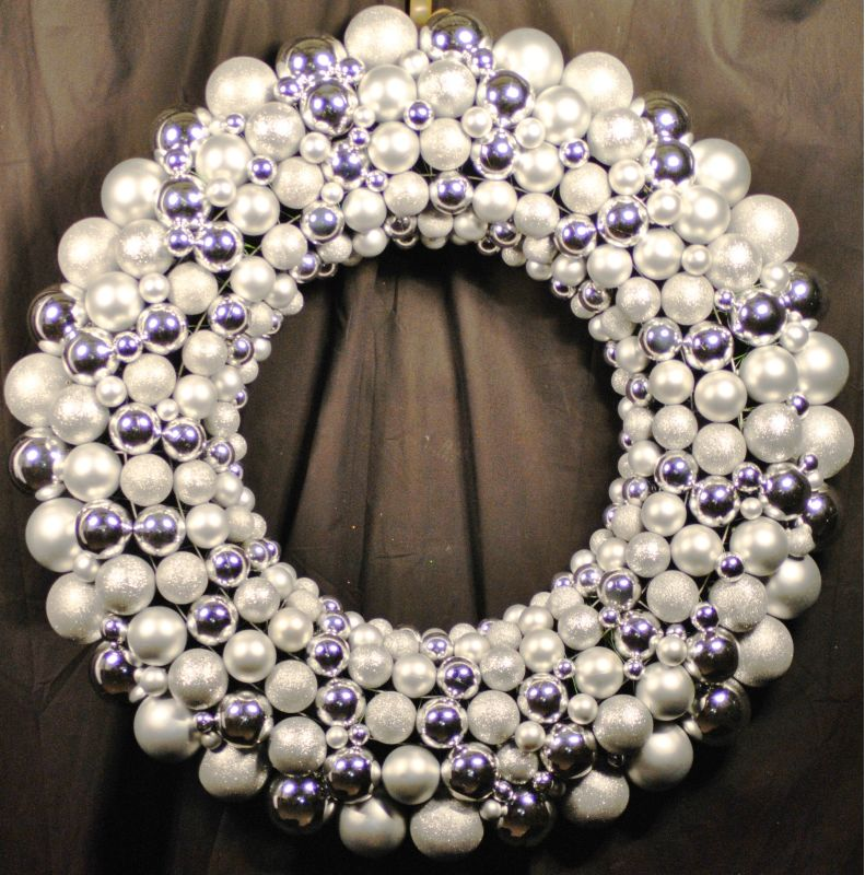 Christmas at Winterland WL-BWR-45-SLV 4 Foot Silver Ornament Wreath