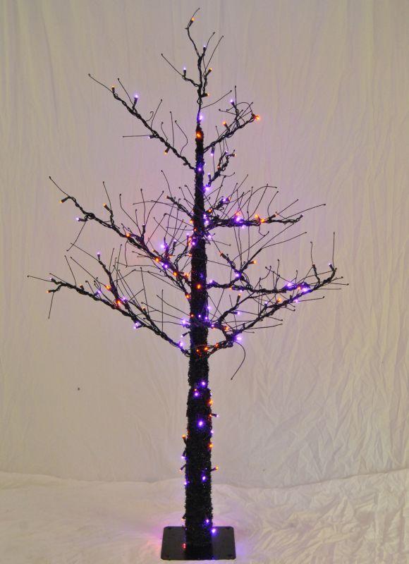 Christmas at Winterland WL-DTR-4.5-LPU/OR 4.5 Foot Pre-Lit Halloween