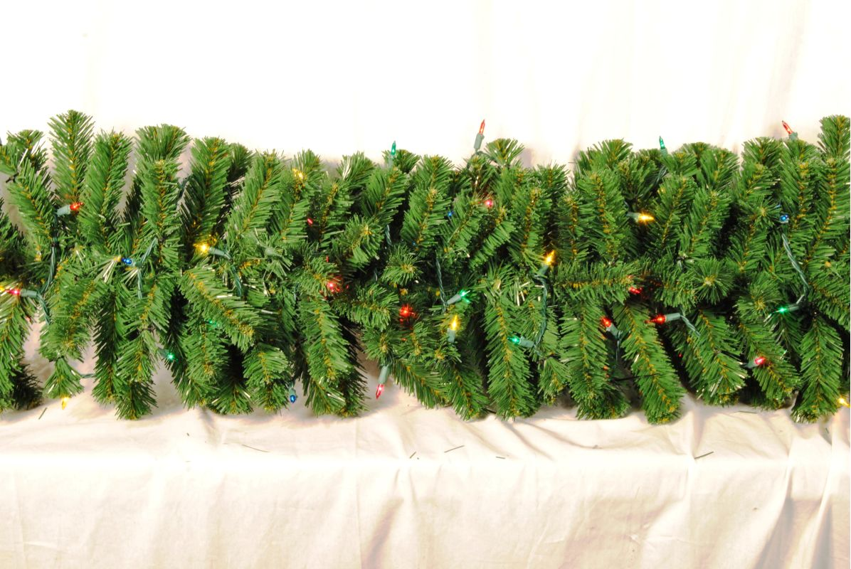 Christmas at Winterland WL-GARSQ-09-I5M 9 Foot Pre-Lit Incandescent